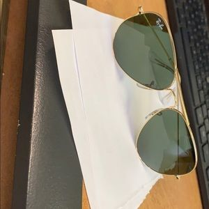 Retro Army green Ray Ban 3025 aviators